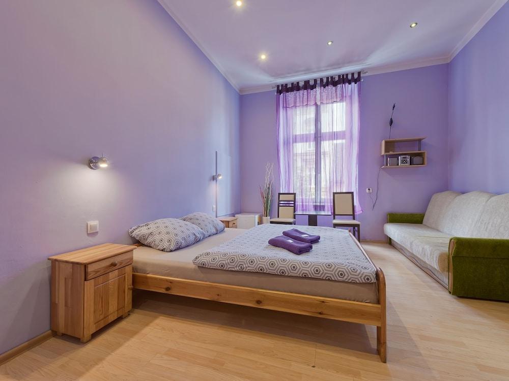 Hostel 70s & Queen Apartments
