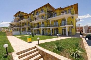 Menada Green Hills Apartments