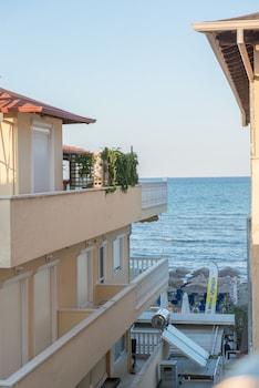 Ammos Beach Studios And Suites