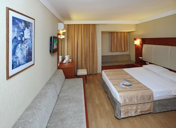 Julian Club Hotel And Apartments
