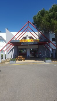 Hotel Thania