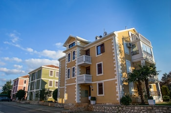 Apartments And Rooms Degra