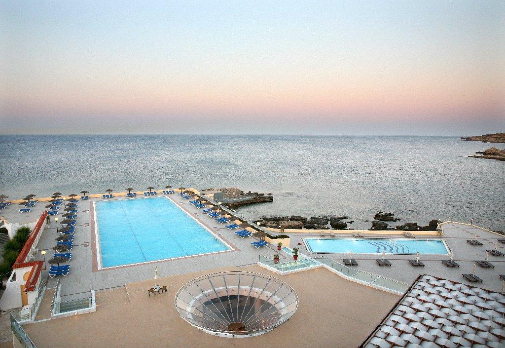 Eden Roc Resort & Bugalows