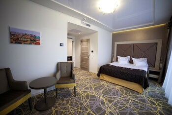EXCLUSIVE HOTEL  MORE