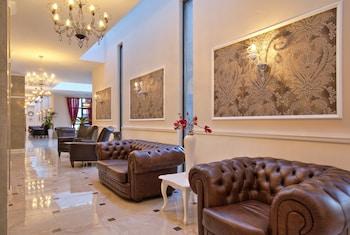 White Rock Castle Suite