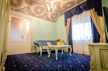 Jumeirah Royal Apartments