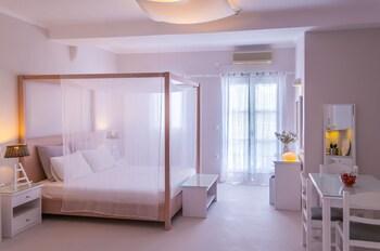 Milos Bay Suites