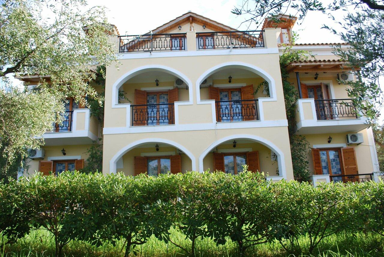 Kavos Psarou Studios And Apartments