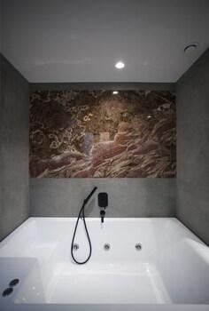 Art Suites Korai