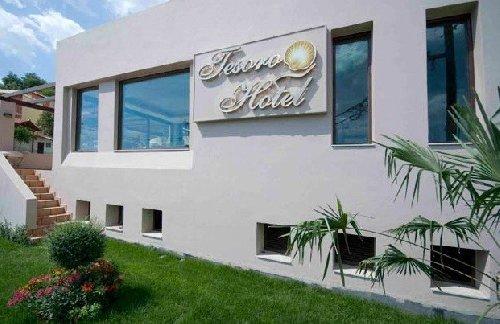 Tesoro Hotel (Nikiana)