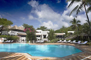 Serena Beach Hotel & Spa