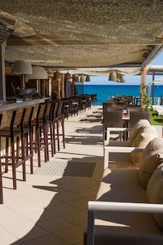 Iakinthos Tsilivi Beach-front