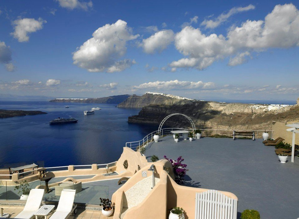 Suites of the Gods Cave Spa Hotel (Megalochori - Santorini)
