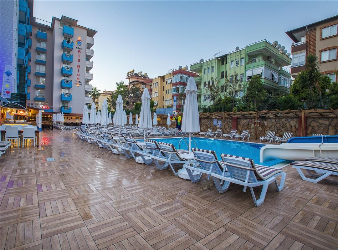 Club Big Blue Suite Hotel
