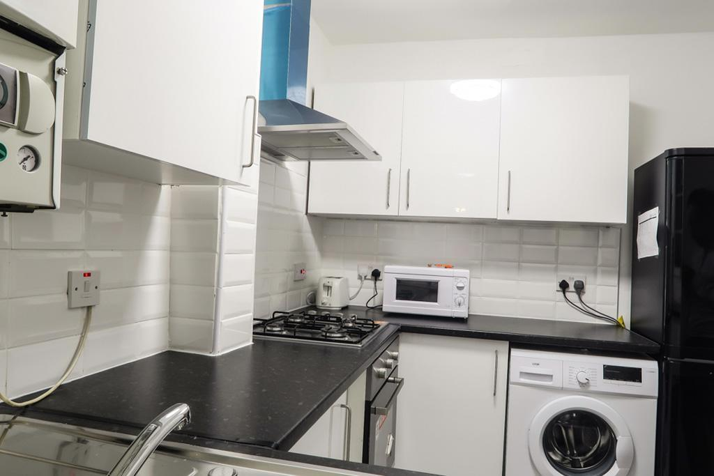 Canterbury House Deluxe Double Room 4