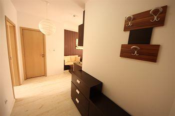Rainbow 1 Menada Apartments