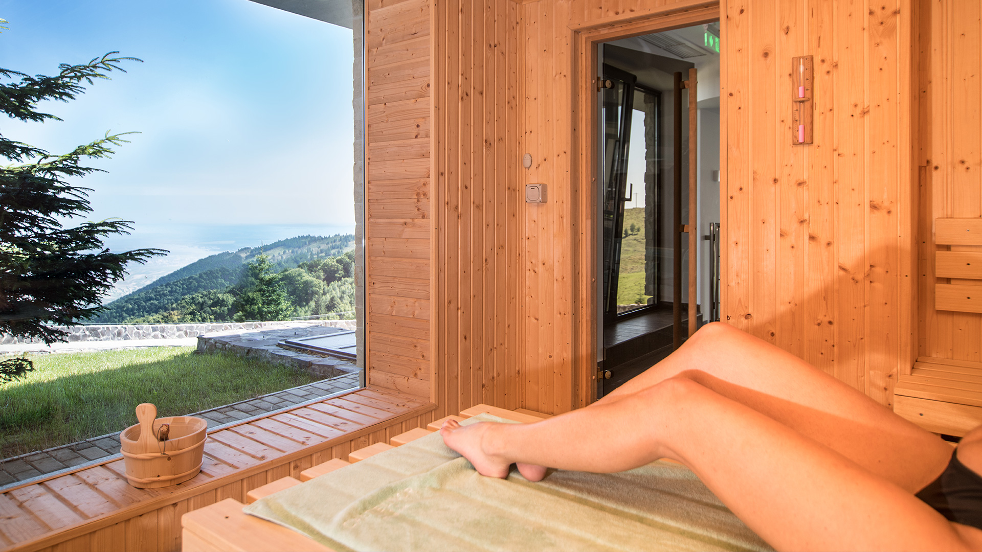 Autumn Retreat - Hotel Castelnor