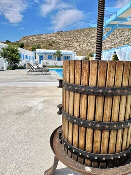 Family Village Santorini