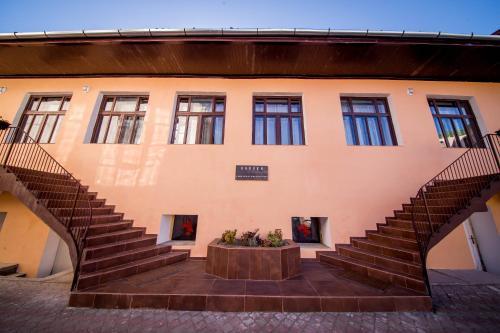 Boul Rosu Residence