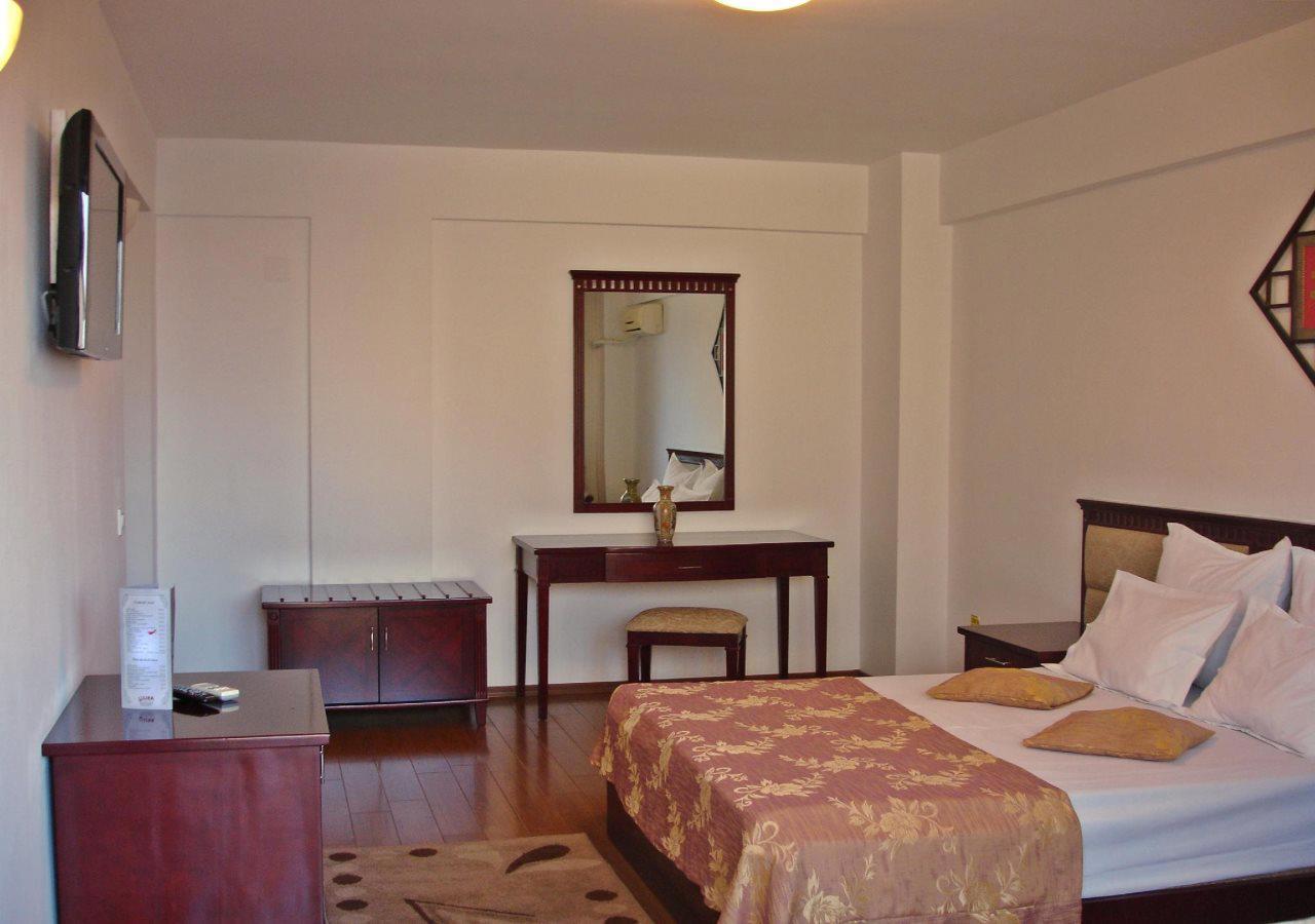 Hotel Lira Pacific
