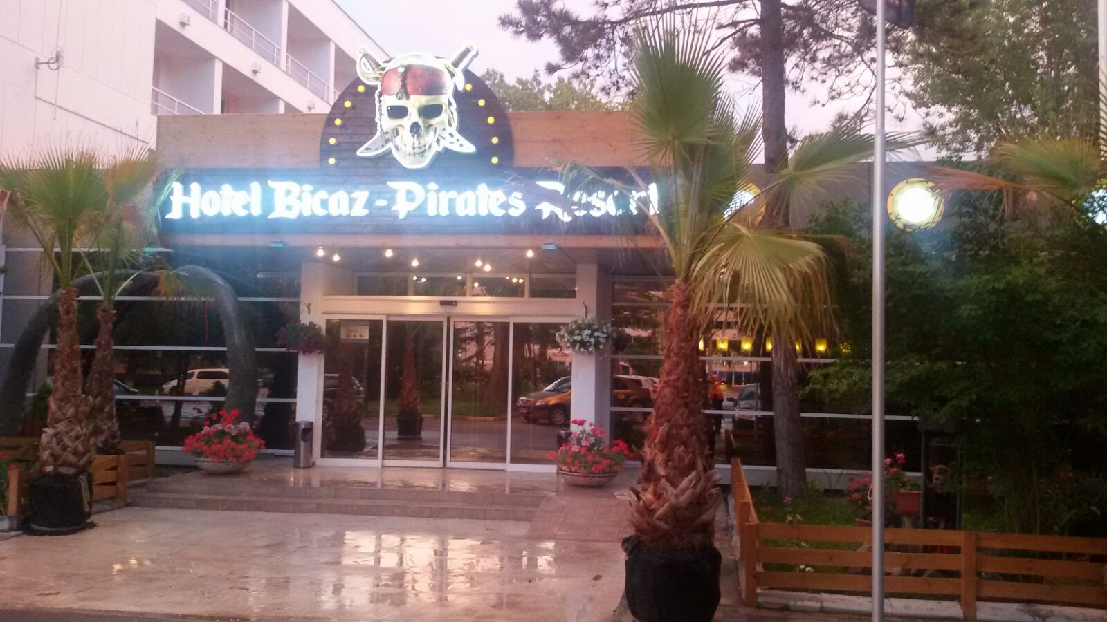 PIRATES RESORT- Pensiune Completa