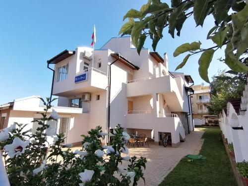 Siana House