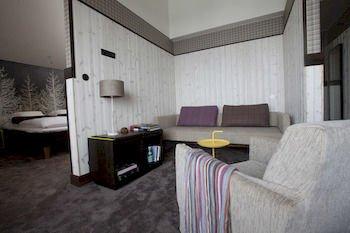 LANGLEY HOTEL TANGO