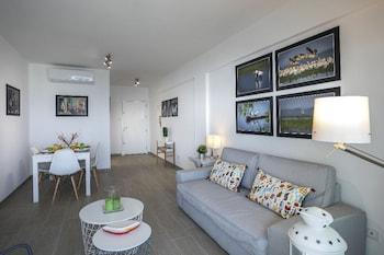 Mackenzie Zoe Seafront Suite
