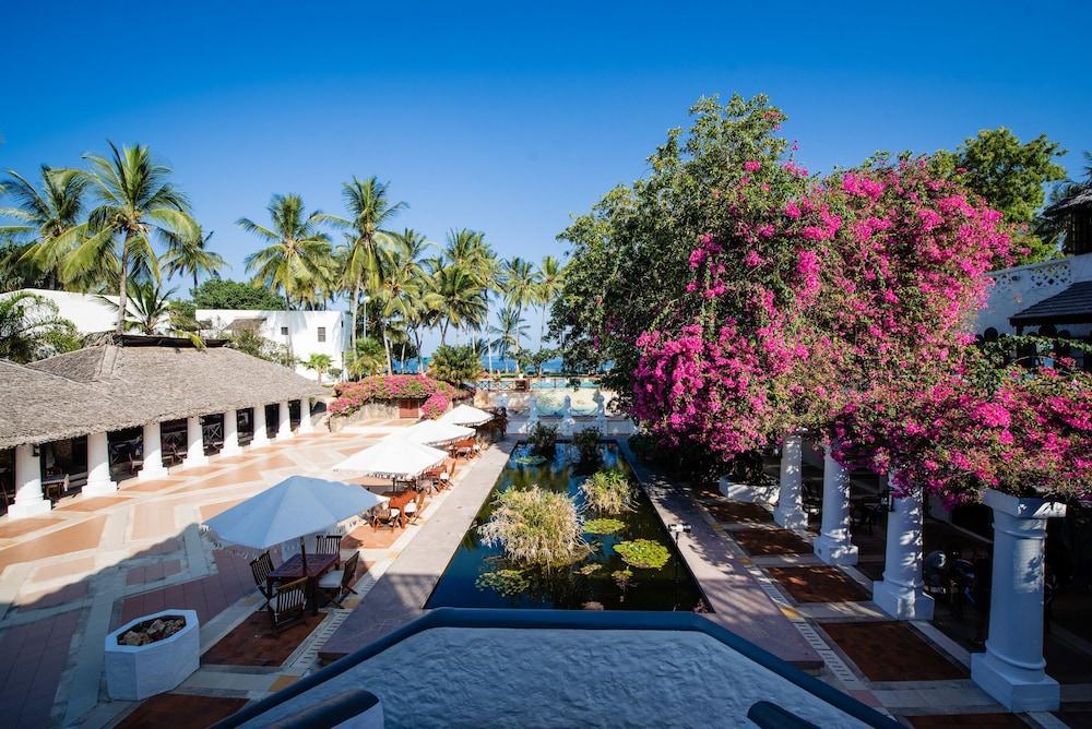 Serena Beach Hotel And Spa