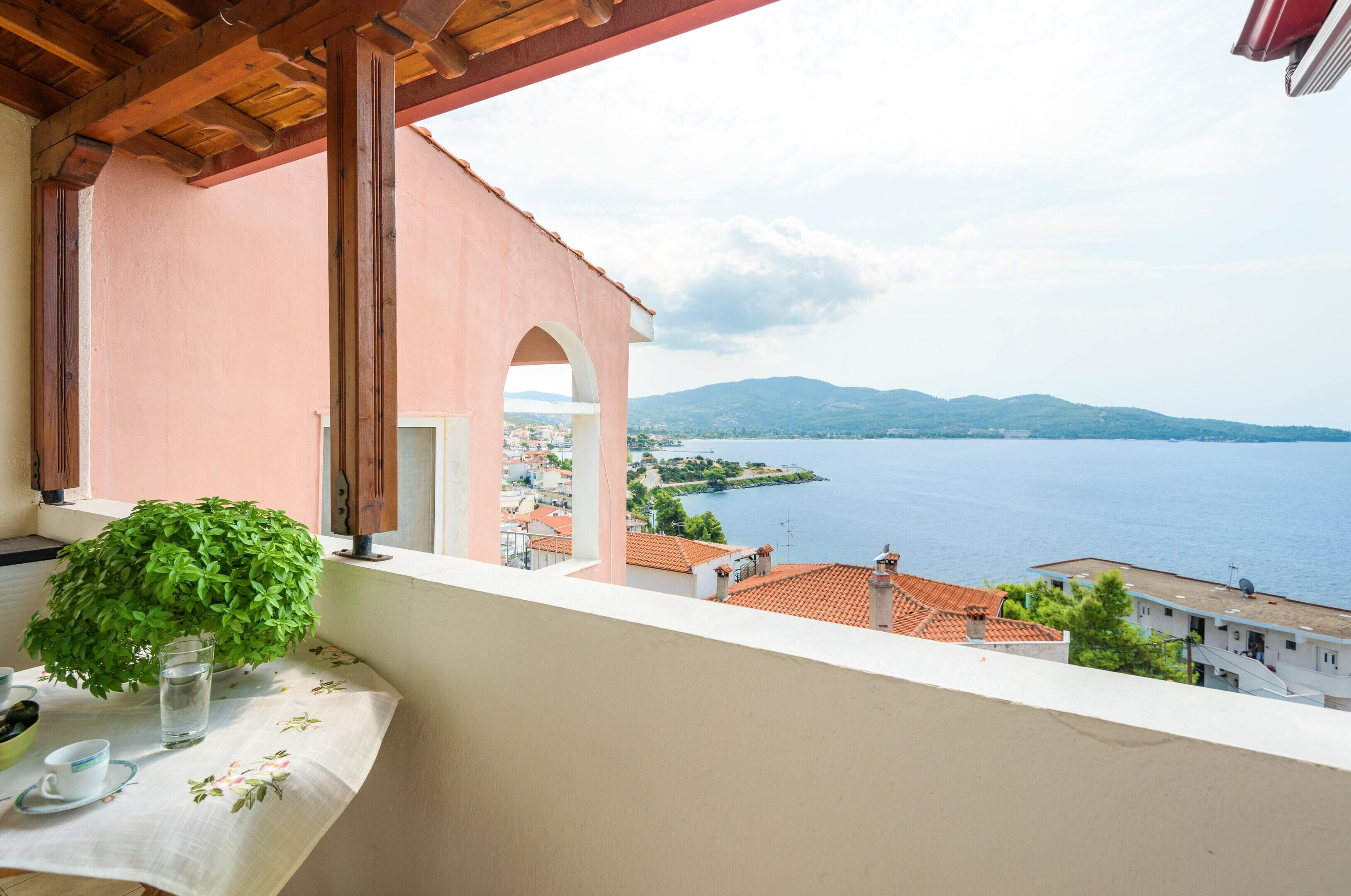 House With 2 Bedrooms In Neos Marmaras,  With Wonderful Sea View,  Enclosed Garden And Wifi - 500 M Fr