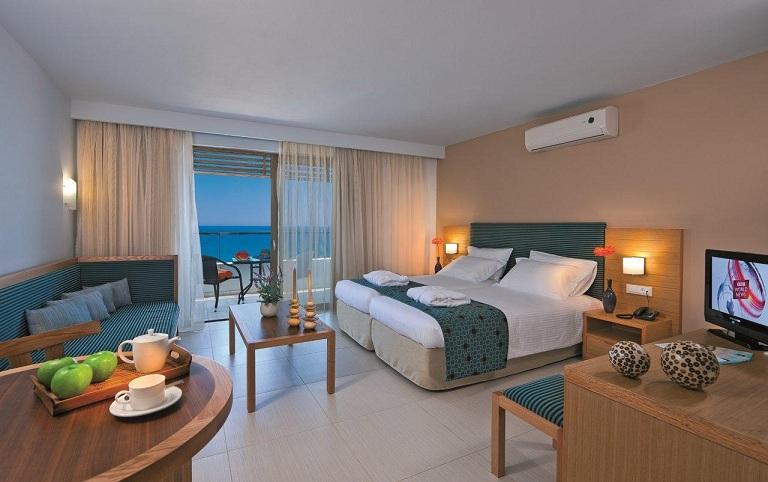 IOLIDA BEACH HOTEL