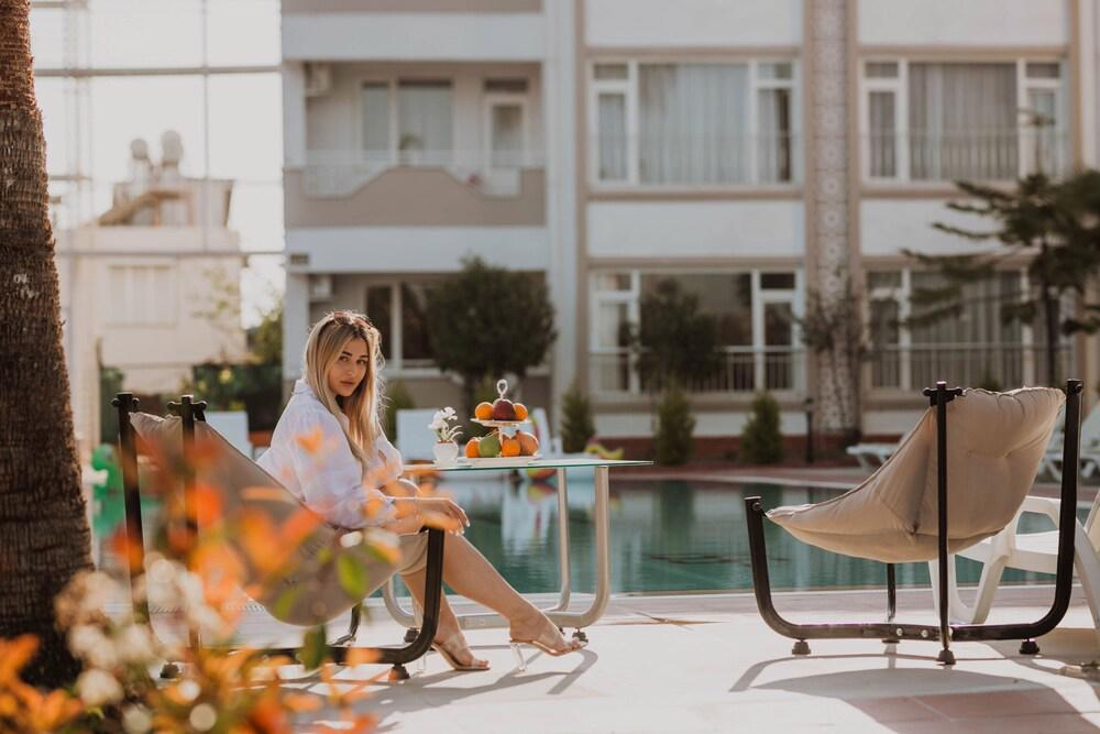 New Garden Hotel Side