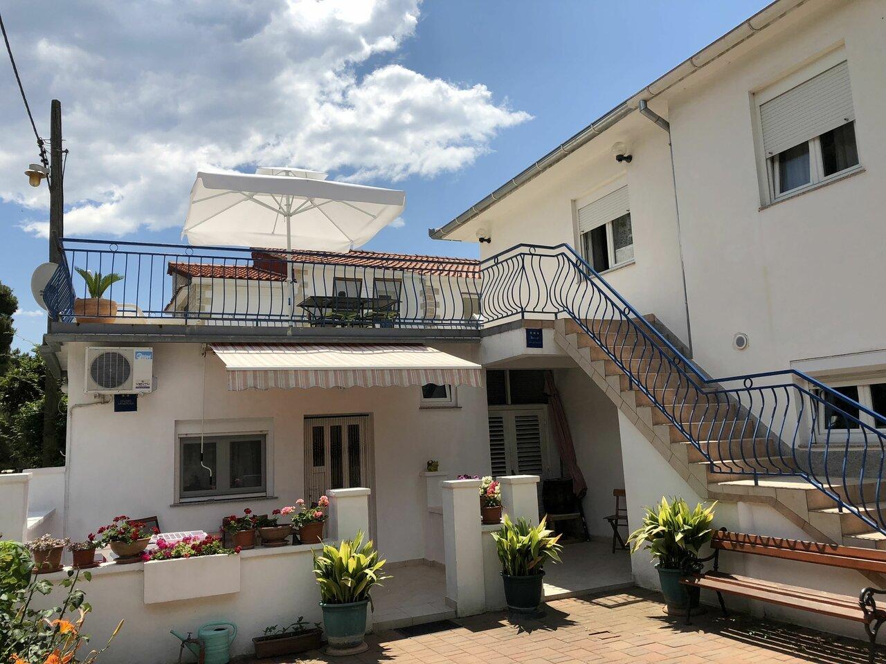 Angelas Apartments