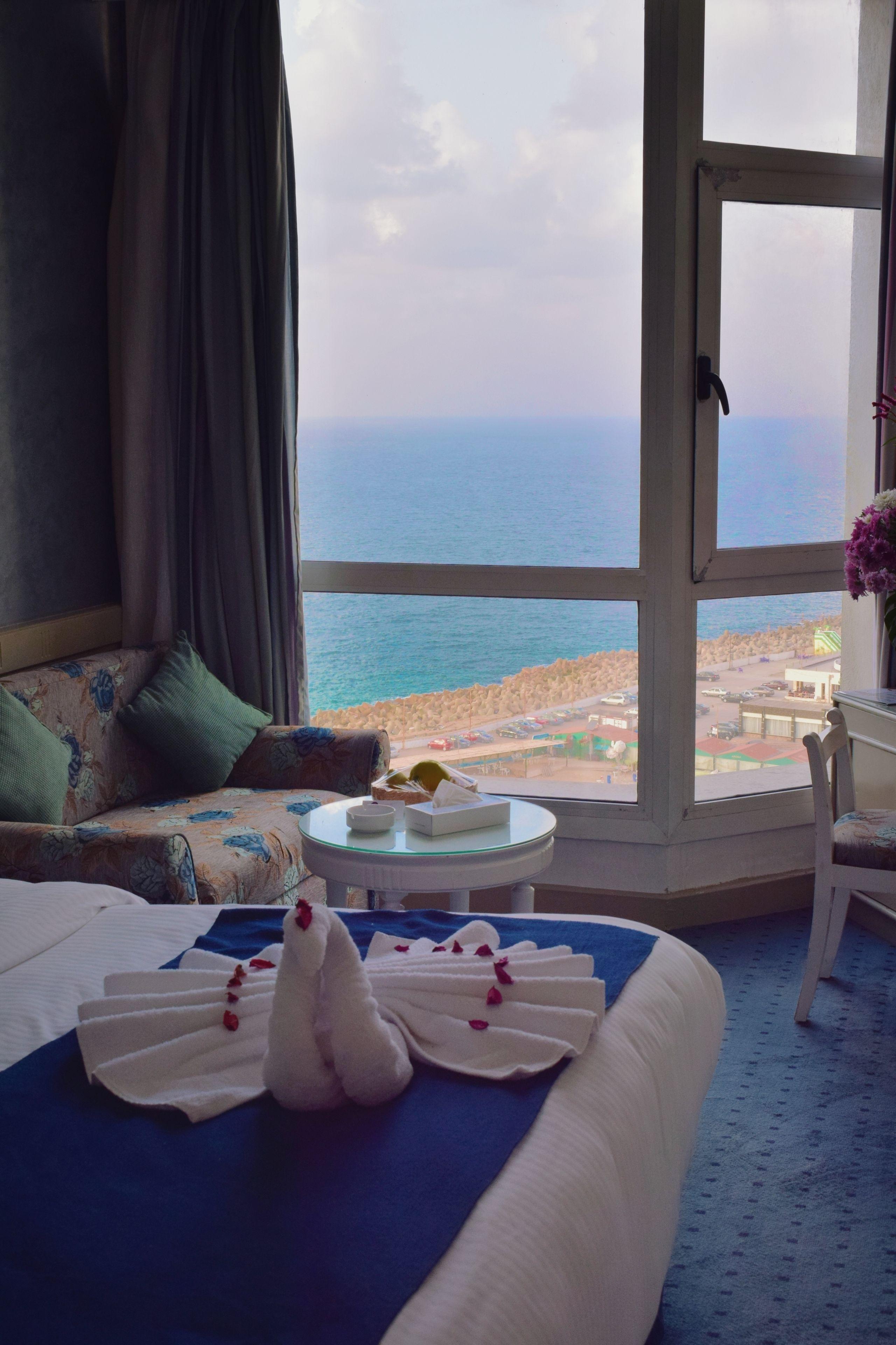 Romance Corniche