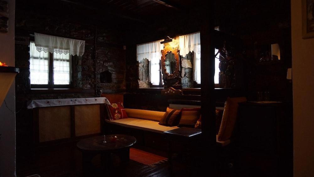 Apalni Cottage