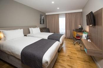 Holiday Inn London – West
