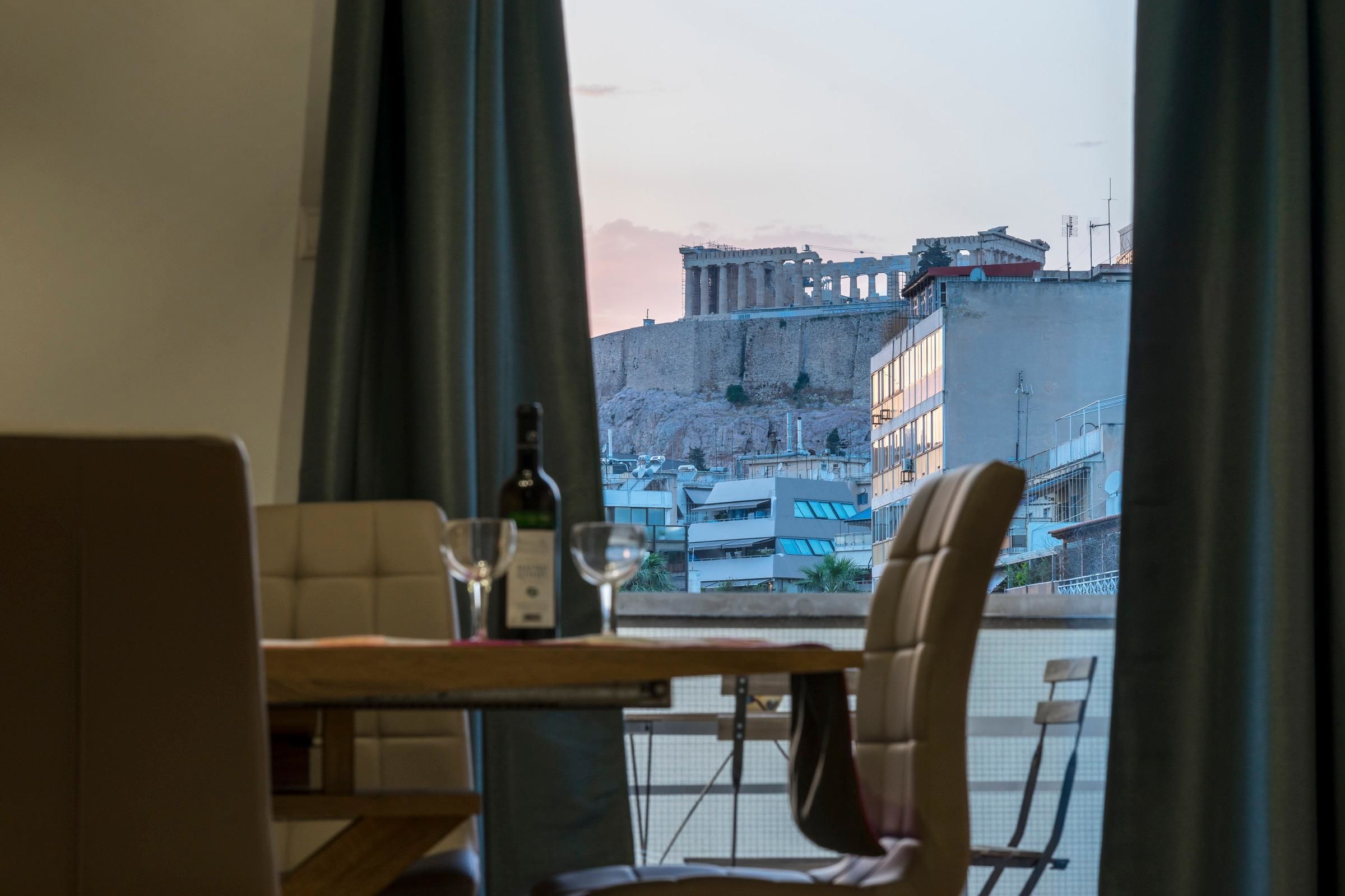 Bright 2 Bedrooms Apt. In The Heart Of Athens W Stunning Views To Acropolis