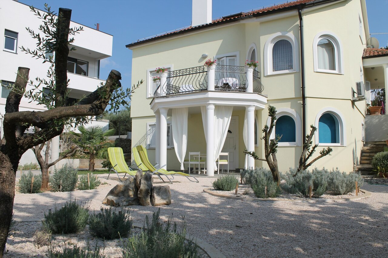 Villa Mandolina Apartments