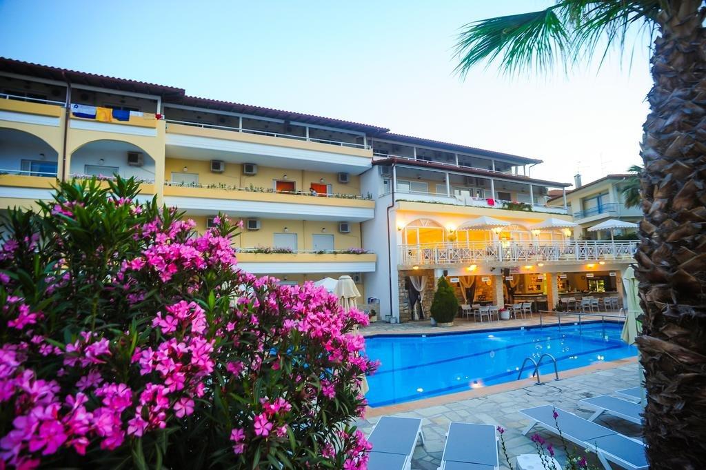 Tropical Hotel, Hanioti