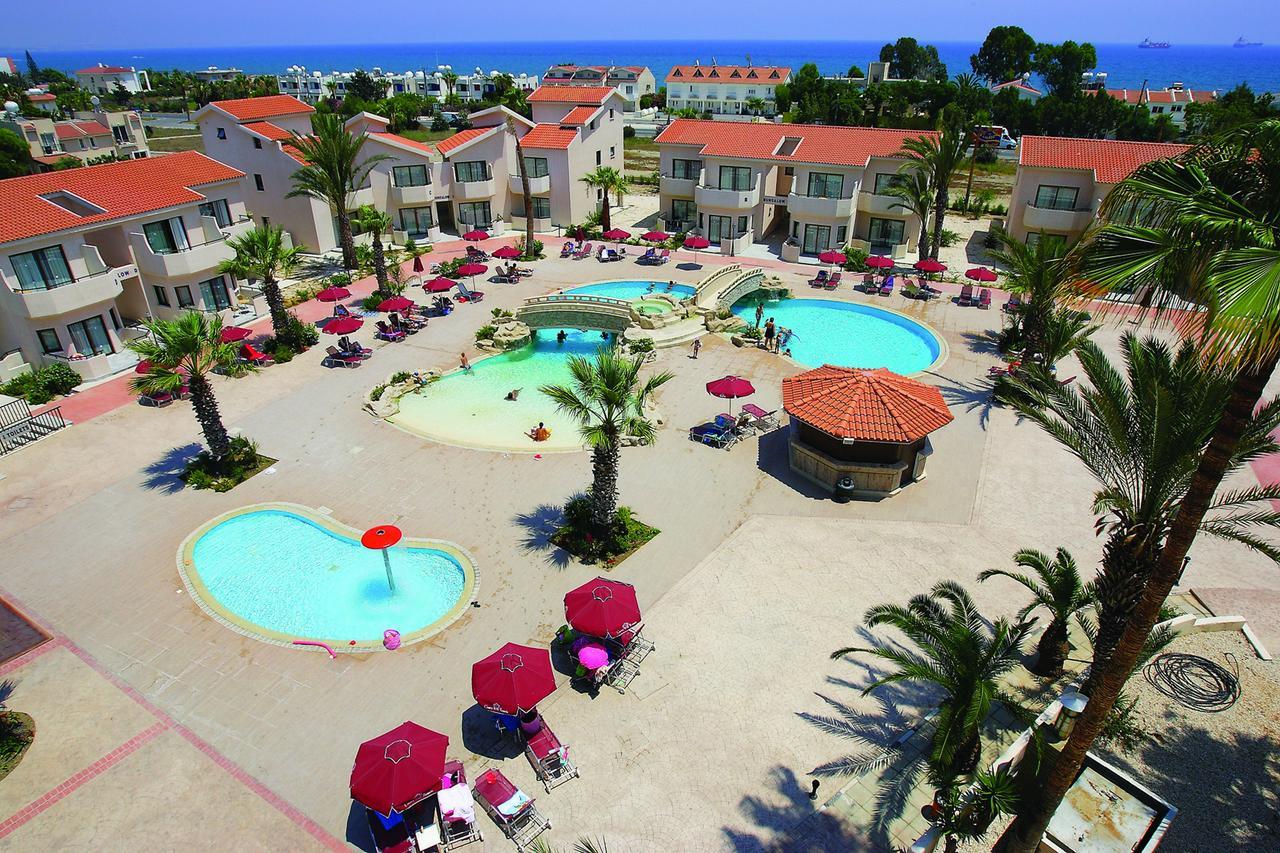 Hotel Crown Resort Henipa