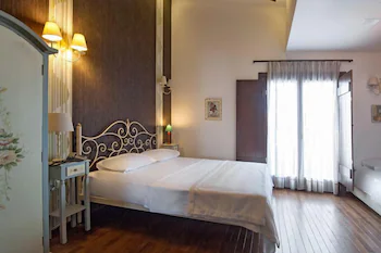 Polys Guest House