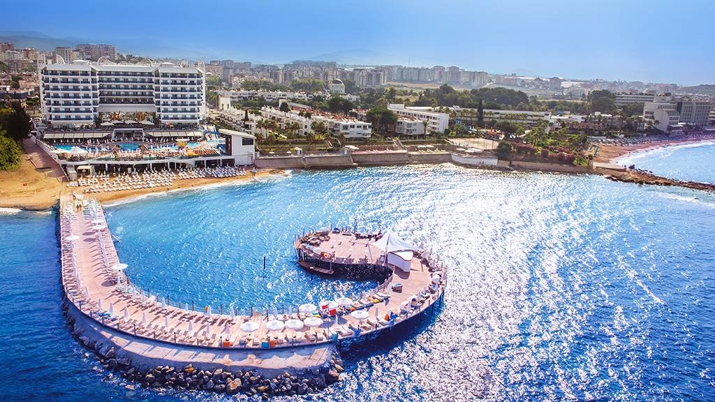AZURA DELUXE RESORT HOTEL & SPA