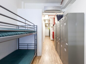 New Society Backpackers Hotel - Hostel