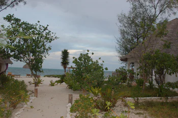 Blue Earth Beach Bungalows