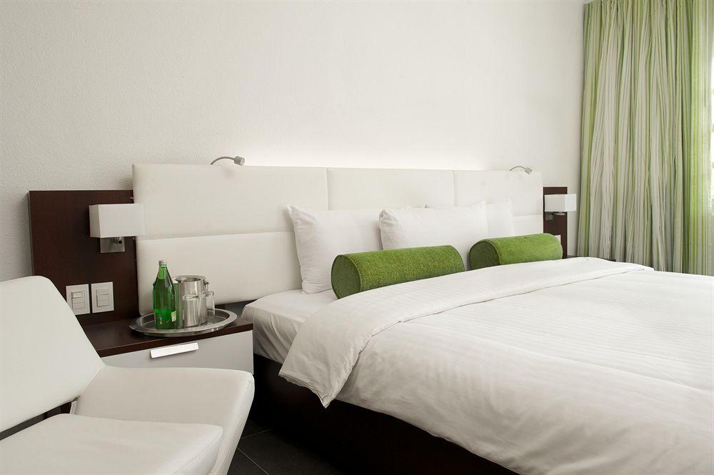 Trupial Hotel & Casino