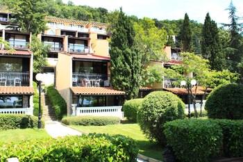 Elenite Holiday Village