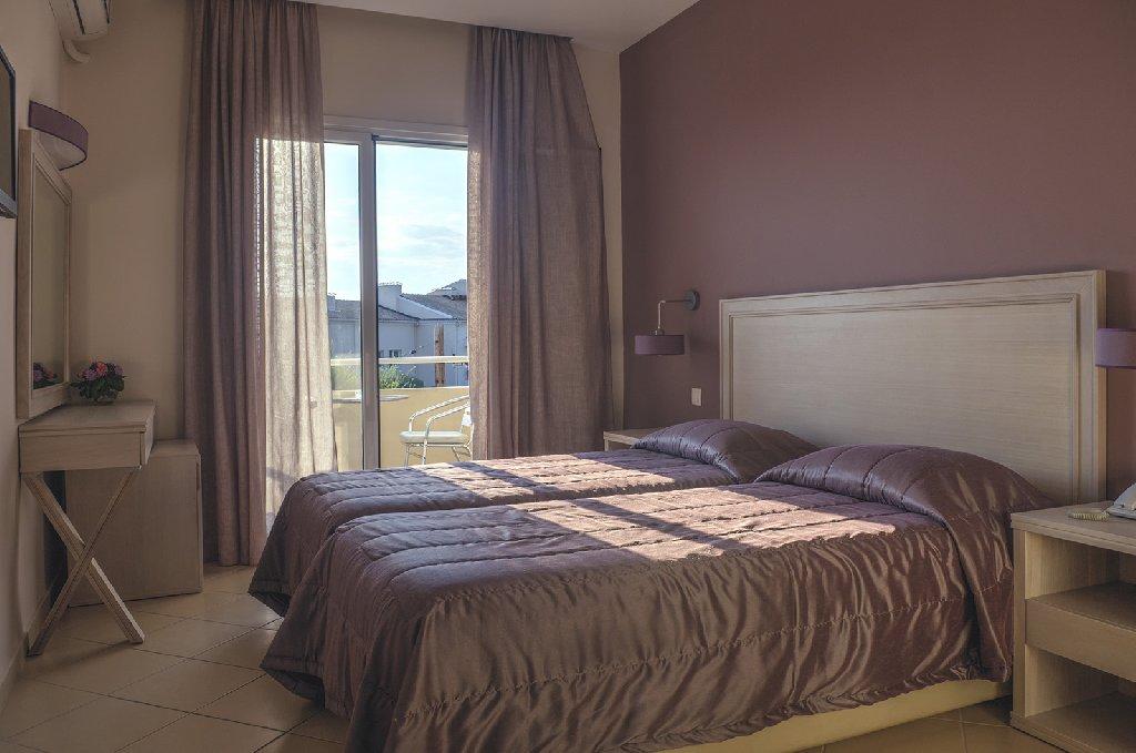 DELFINIA HOTELS (Moraitika) (C)