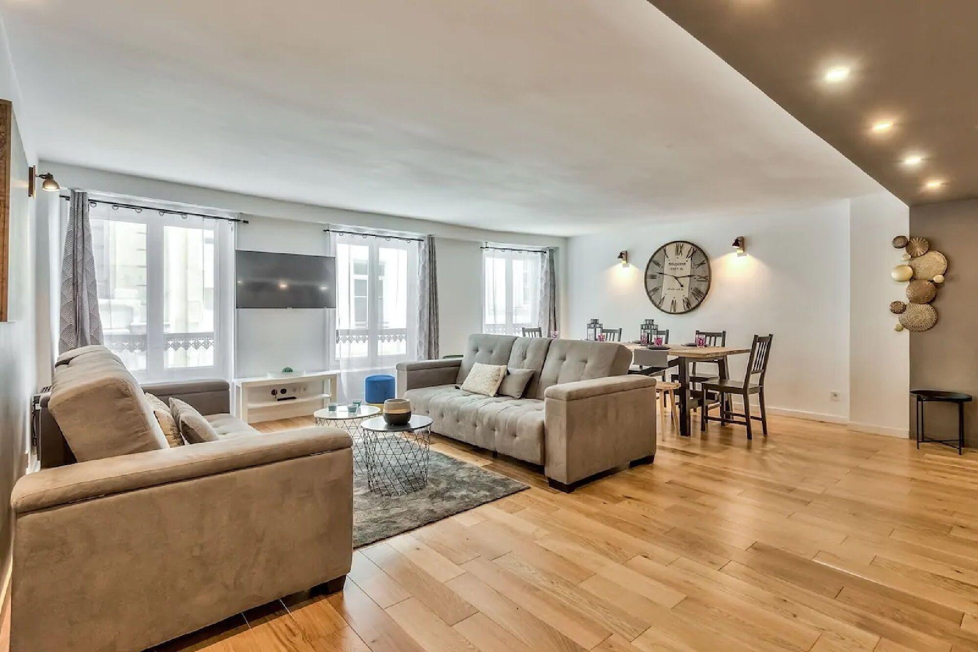 Modern Appartement Voltaire Iv