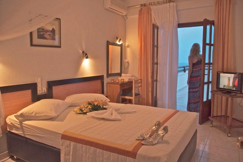 Karaoulanis Beach Hotel