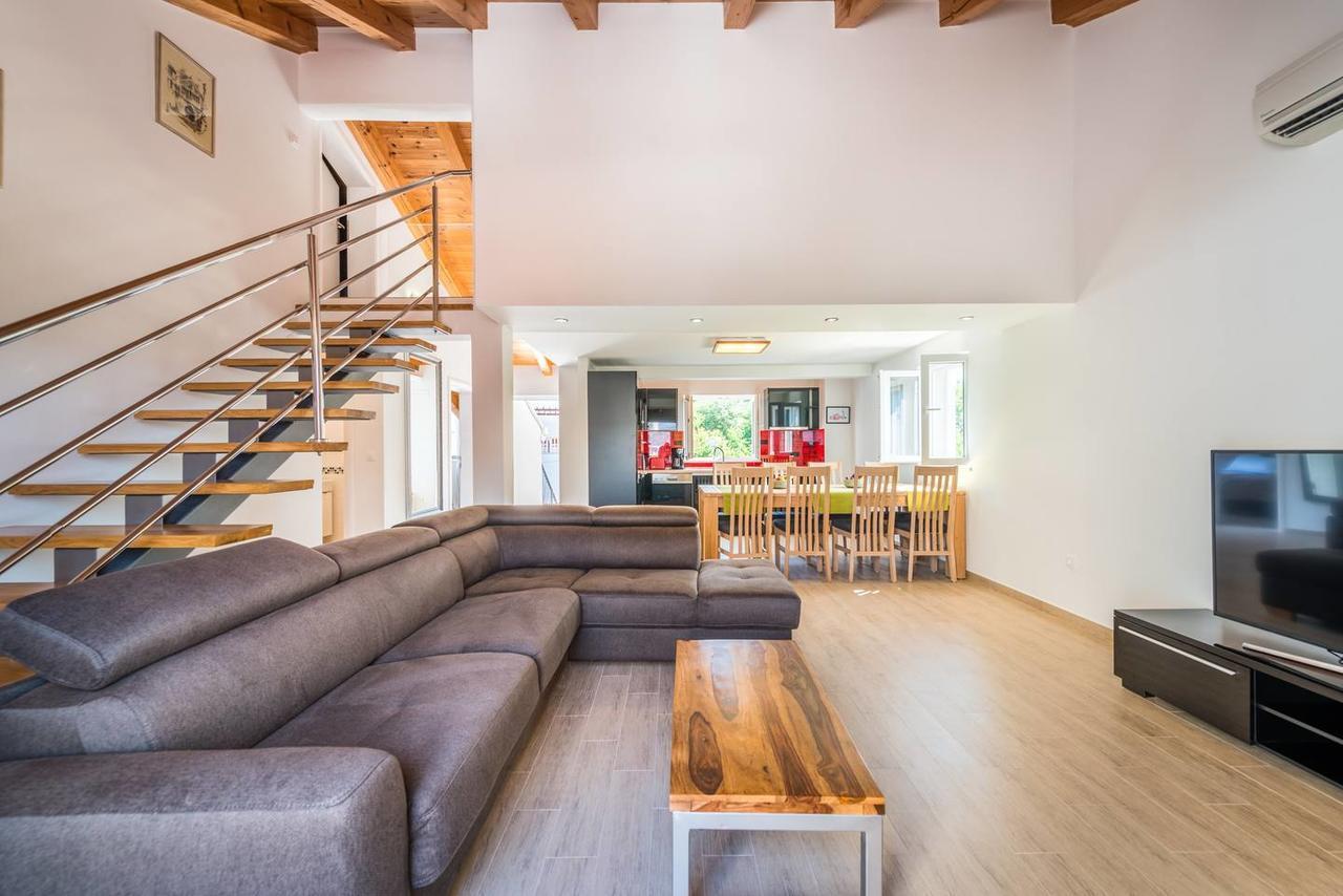 Karlo's Modern Penthouse Loft